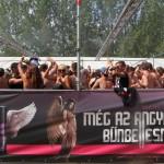 Fürdőruhás tusolós Axe Guiness Vilárgrekord a Hegyalján