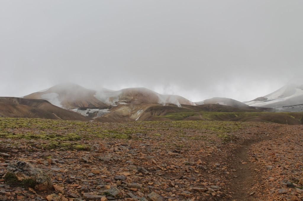 Gőzölgő hegyek Landmannalaugar felé közeledve
