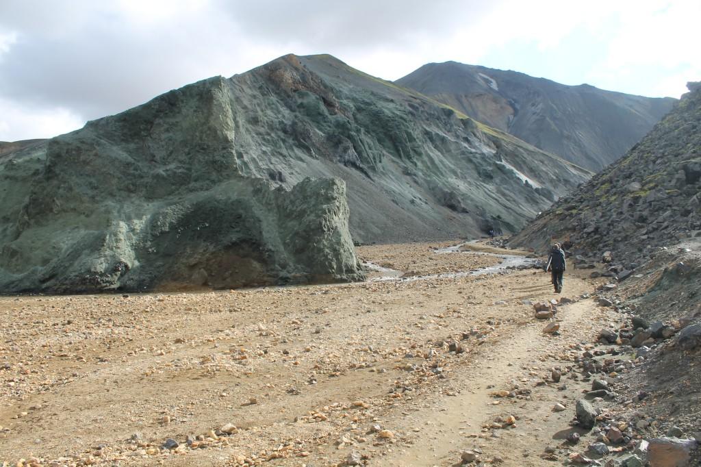 Zöldes sziklák Landmannalaugar mellett